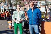 """AMERSFOORT, 23-04-2021 , Kindcentrum Vlinderslag <br /> <br /> Koning Willem Alexander en Koningin Maxima tijdens het startsein voor de landelijke opening van de Koningsspelen op Kindcentrum Vlinderslag in Amersfoort. De negende editie van de Koningsspelen draait met het thema 'ik+jij=wij' om het belang van samen. <br /> <br /> King Willem Alexander and Queen Maxima during the start for the national opening of the King's Games at Kindcentrum Vlinderslag in Amersfoort. The ninth edition of the King's Games revolves around the importance of together with the theme """"I + you = we"""".  <br /> op de foto: Britt Dekker en Ron Boszhard"""