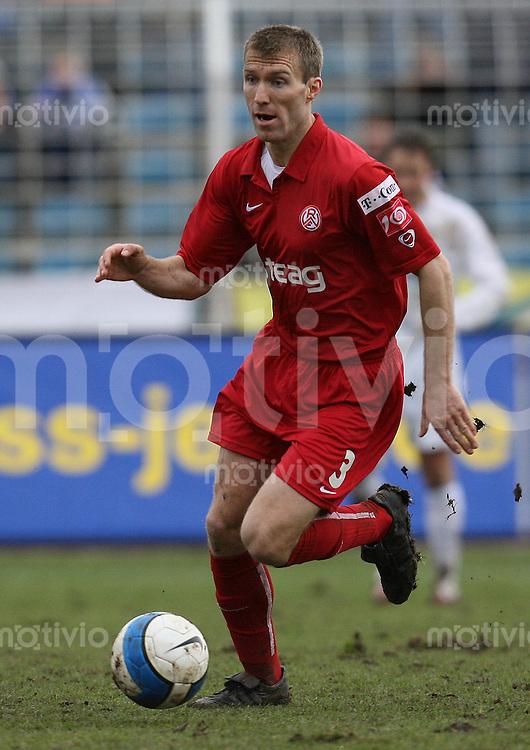 Jena , 110207 , Saison 2006/2007 ; Fussball 2.Bundesliga FC Carl Zeiss Jena - Rot Weiss Essen  Martin HYSKY (Essen) am Ball