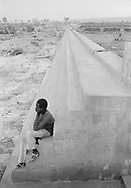 MALI. Bandiagara (Dogon country). 30/12/1985: Little dam in the area of the cliff. The soil is made of rock, complicating the digging of wells. The slopes of the terrain allow the construction of these dams which gather water during the rainy season.