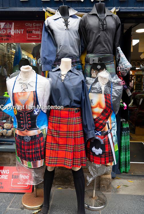 male mannequins wearing kilts outside tourist gift shop on the Royal Mile in Edinburgh, Scotland, UK.