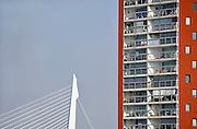 Nederland, Rotterdam, 2-10-2011Nieuwe architectuur in Rotterdam. Nieuwe woontoren op Katebdrecht. erasmusbrug op de achtergrond.Stadsgezicht, wolkenkrabber.Foto: Flip Franssen/Hollandse Hoogte
