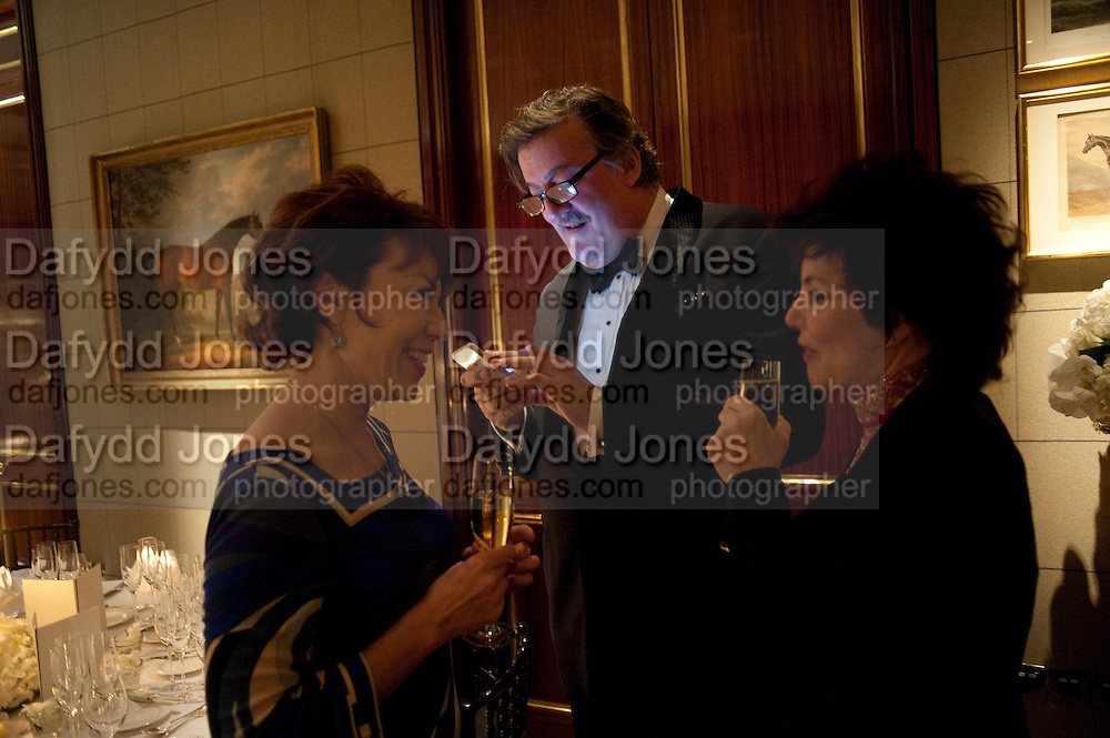 KATHY LETTE; STEPHEN FRY; RUBY WAX, Veuve Clicquot Tribute award dinner for Ruby Wax for her outstanding contribution to the greater understanding of mental illness in the UK. Berkeley Hotel, London. 25 November 2011.