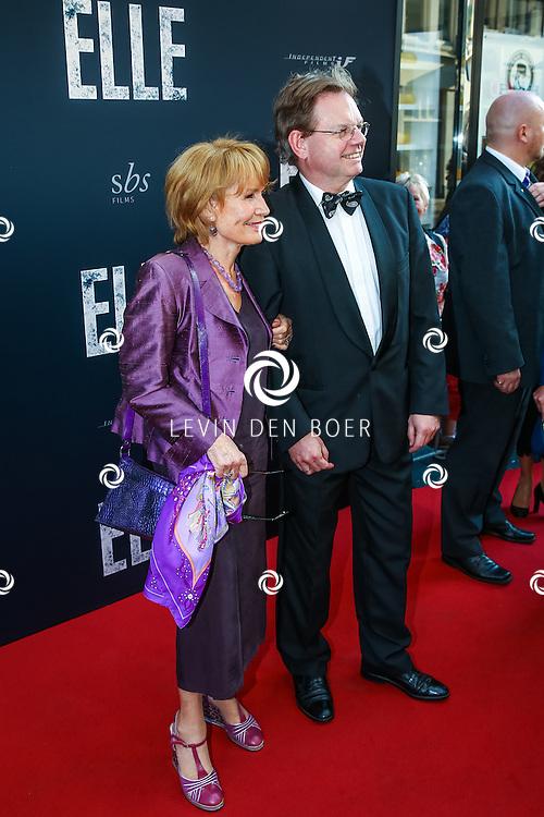 AMSTERDAM - De Nederlandse premiere van Elle, de nieuwste film van regisseur Paul Verhoeven. Met hier Annemarie Oster met vriend op de rode loper. FOTO LEVIN & PAULA PHOTOGRAPHY
