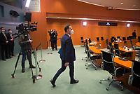 DEU, Deutschland, Germany, Berlin, 16.12.2020: Bundesaussenminister Heiko Maas (SPD) trifft mit Mund-Nase-Bedeckung zur 124. Kabinettsitzung im Bundeskanzleramt ein. Aufgrund der Coronakrise findet die Sitzung derzeit im Internationalen Konferenzsaal statt, damit genügend Abstand zwischen den Teilnehmern gewahrt werden kann.