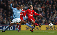 Photo: Richard Lane.<br /> Manchester City v Liverpool. Barclaycard Premiership.<br /> 28/12/2003.<br /> Danny Murphy breaks away from Sylvain Distin.