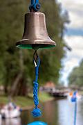 Dzwon na statku wycieczkowym na Kanale Łuczańskim.