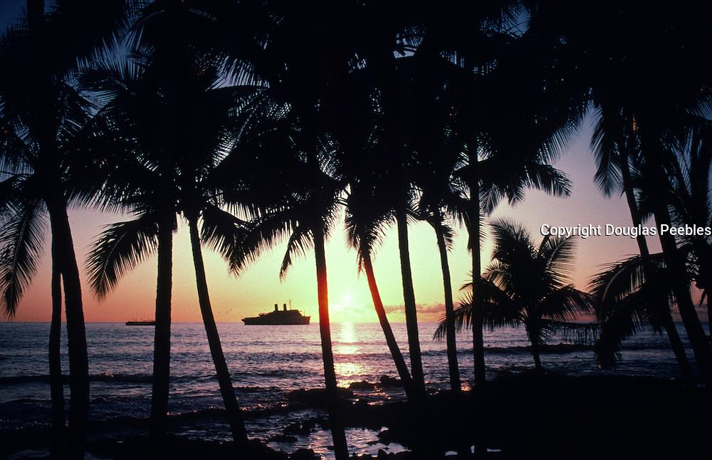 Cruise Ship at sunset, Kailua-Kona, Island of Hawaii<br />
