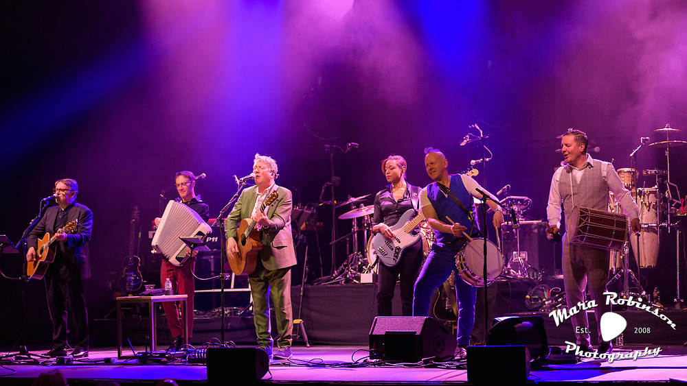 Squeeze live at Goodyear Theater by Mara Robinson concert photography by Akron music photographer Mara Robinson Photography