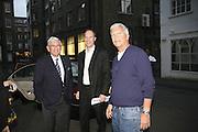 LARRY GAGOSIAN, HARRY BLAIN AND ELI BROAD, James Rosenquist private view. Haunch of Venison. London. 10 October 2006. -DO NOT ARCHIVE-© Copyright Photograph by Dafydd Jones 66 Stockwell Park Rd. London SW9 0DA Tel 020 7733 0108 www.dafjones.com