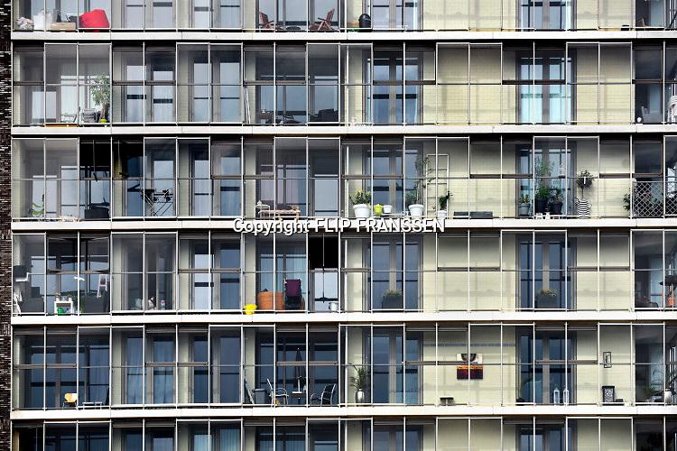 Nederland, Nijmegen, 23-4-2019Woontoren op de Handelskade aan de Waalhaven. Het gebouw staat aan de rand van het stadscentrum en beschikt over luxe koopappartementen, sociale huurappartementen voor jongeren en vrije sector huurappartementen. Het is onderdeel van de nieuwbouw van Nijmegen west, het waalfront. Op het perceel stond voorheen de drukkerij en redactieruimte van regionaal dagblad de gelderlander die nu een verdieping van dit gebouw huren. FOTO: FLIP FRANSSEN