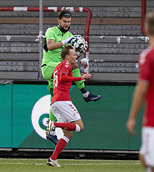Oleh Bilyk (Ukraine) og Mikkel Damsgaard (Danmark) under U21 EM2021 Kvalifikationskampen mellem Danmark og Ukraine den 4. september 2020 på Aalborg Stadion (Foto: Claus Birch).