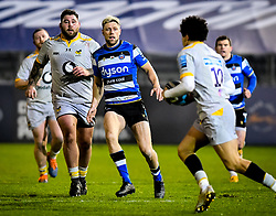 Rhys Priestland of Bath Rugby and Kieran Brookes of Wasps watch as Jacob Umaga of Wasps carries - Mandatory by-line: Andy Watts/JMP - 08/01/2021 - RUGBY - Recreation Ground - Bath, England - Bath Rugby v Wasps - Gallagher Premiership Rugby
