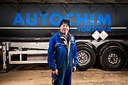 Un operaio dell'azienda Autochim a Tortona.