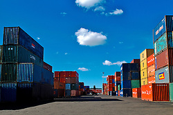 Contêiners para carga e descarga nos navios do Porto de Rio Grande. FOTO: Alfonso Abraham/Preview.com
