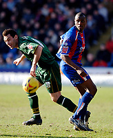 Photo: Daniel Hambury.<br />Crystal Palace v Norwich City. Coca Cola Championship. 25/02/2006.<br />Palace's Emmerson Boyce (R) and Norwich's Peter Thorne battle.