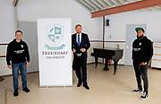 ARNHEM, 10-09-2020, Gemeentehuis Arnhem <br /> <br /> Koning Willem tijdens een werkbezoek aan Arnhem. Het bezoek staat in het teken van de bestrijding en preventie van drugscriminaliteit onder jongeren.