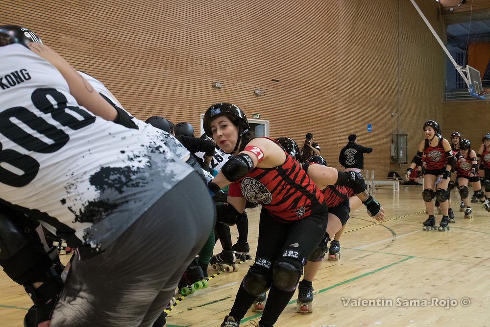 Madrid, Spain. 17th March, 2018. Player of Roller Derby Madrid B slapping the butts of the players of Taxider'Biches Roller Derby during the celebrations at the end of the game held in Madrid. © Valentin Sama-Rojo