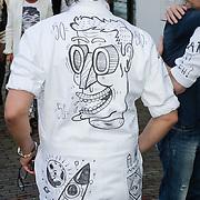 NLD/Naarden/20120422 - Inloop gasten verjaardagsfeest Monique des Bouvrie, Leco van Zadelhof en parner Ron Sintenie