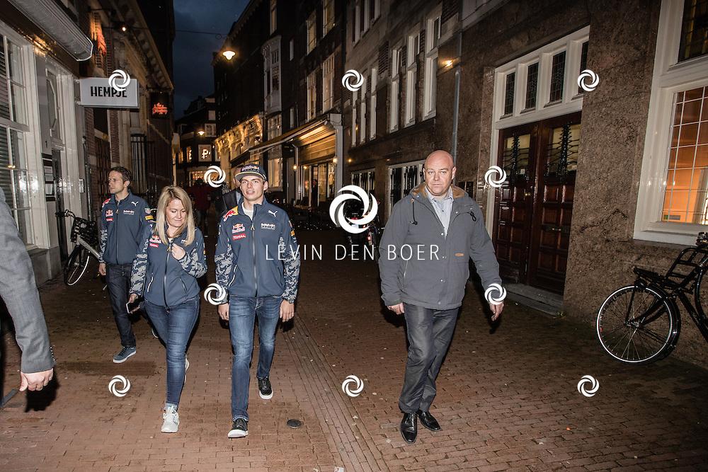 AMSTERDAM - Max Verstappen bracht een bezoek aan de Pepe Jeans winkel aan de Kalverstraat. Met hier op de foto Max Verstappen. FOTO LEVIN & PAULA PHOTOGRAPHY VOF