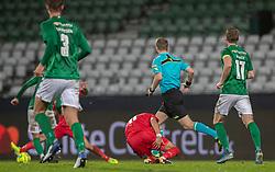 En skadet David Boysen (FC Helsingør) tager sig til baglåret under kampen i 1. Division mellem Viborg FF og FC Helsingør den 30. oktober 2020 på Energi Viborg Arena (Foto: Claus Birch).