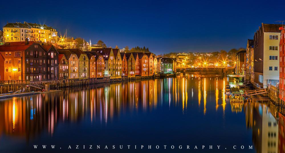 website: www.azinasutiphotography.com