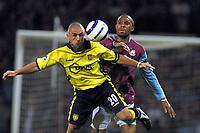 Fotball<br /> England 2005/2006<br /> Foto: Colorsport/Digitalsport<br /> NORWAY ONLY<br /> <br /> Kevin Phillips (Villa) Danny Gabbidon (West Ham)<br /> <br /> West Ham United v Aston Villa<br /> <br /> 12/9/2005