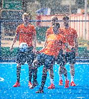 BHUBANESWAR (INDIA) -  Het Nederlands team trainde vanmorgen licht voor de wedstrijd tegen Canada bij het WK Hockey heren.  Sander de Wijn (Ned) trapt een balletje . COPYRIGHT  KOEN SUYK