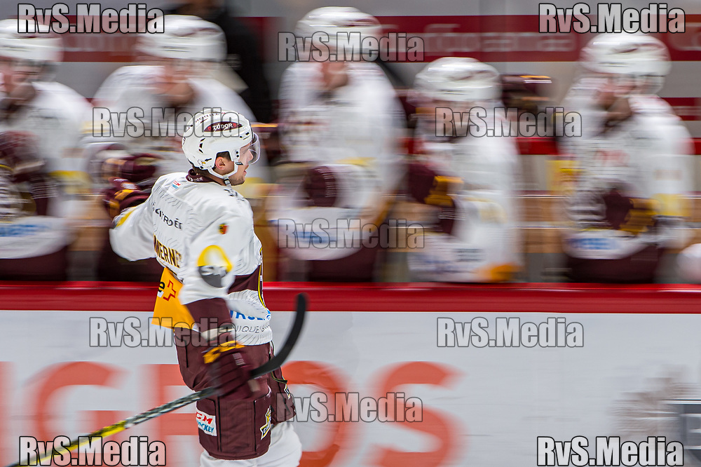 LAUSANNE, SWITZERLAND - NOVEMBER 23: #7 Henrik Tommernes of Geneve-Servette HC celebrates his goal with teammates during the Swiss National League game between Lausanne HC and Geneve-Servette HC at Vaudoise Arena on November 23, 2019 in Lausanne, Switzerland. (Photo by Robert Hradil/RvS.Media)