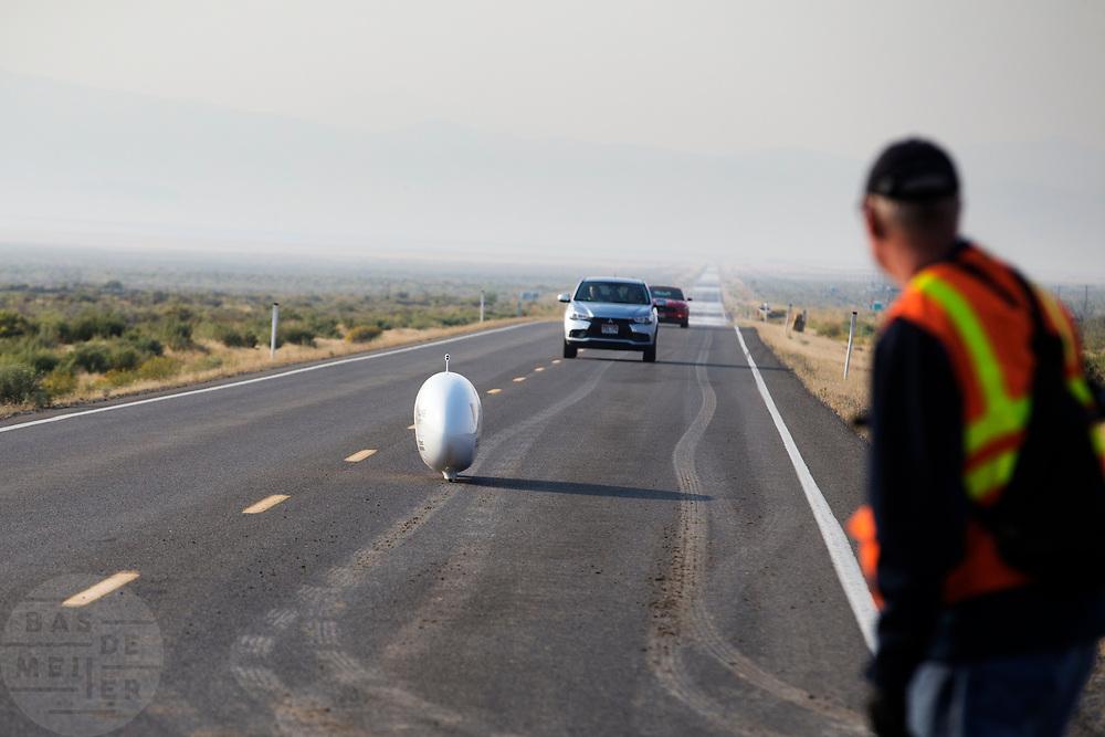 Charles Easton-Berry tijdens de vijfde racedag. In Battle Mountain (Nevada) wordt ieder jaar de World Human Powered Speed Challenge gehouden. Tijdens deze wedstrijd wordt geprobeerd zo hard mogelijk te fietsen op pure menskracht. De deelnemers bestaan zowel uit teams van universiteiten als uit hobbyisten. Met de gestroomlijnde fietsen willen ze laten zien wat mogelijk is met menskracht.<br /> <br /> In Battle Mountain (Nevada) each year the World Human Powered Speed ??Challenge is held. During this race they try to ride on pure manpower as hard as possible.The participants consist of both teams from universities and from hobbyists. With the sleek bikes they want to show what is possible with human power.
