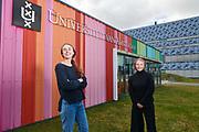 Joosje Goedhart en Tessa Cramwinkel bij de UvA.