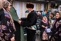 Ouzbekistan, region de Fergana, Marguilan, bazar, marché de chapan // Uzbekistan, Fergana region, Marguilan, bazaar, chapan market