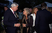 Rupert Hambro and Dame Vivien Duffield. Cartier dinner after thecharity preview of the Chelsea Flower show. Chelsea Physic Garden. 23 May 2005. ONE TIME USE ONLY - DO NOT ARCHIVE  © Copyright Photograph by Dafydd Jones 66 Stockwell Park Rd. London SW9 0DA Tel 020 7733 0108 www.dafjones.com
