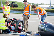 In Lelystad testen Iris Slappendel en Aniek Rooderkerken (foto) de VeloX 7 op de RDW baan. In september wil het Human Power Team Delft en Amsterdam, dat bestaat uit studenten van de TU Delft en de VU Amsterdam, tijdens de World Human Powered Speed Challenge in Nevada een poging doen het wereldrecord snelfietsen voor vrouwen te verbreken met de VeloX 7, een gestroomlijnde ligfiets. Het record is met 121,44 km/h sinds 2009 in handen van de Francaise Barbara Buatois. De Canadees Todd Reichert is de snelste man met 144,17 km/h sinds 2016.<br /> <br /> In Lelystad Iris Slappendel and Aniek Rooderkerken test the VeloX 7 at the RDW track. With the VeloX 7, a special recumbent bike, the Human Power Team Delft and Amsterdam, consisting of students of the TU Delft and the VU Amsterdam, also wants to set a new woman's world record cycling in September at the World Human Powered Speed Challenge in Nevada. The current speed record is 121,44 km/h, set in 2009 by Barbara Buatois. The fastest man is Todd Reichert with 144,17 km/h.