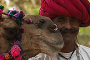 Rajusthani pastoralist. The pastoralists generally wear a white cotton dhoti (Strip of fabric tied into pants) and white jackets and turbans. The way the tuban is tied as well as the colour denotes class, caste and region.<br /> Rajasthan. INDIA