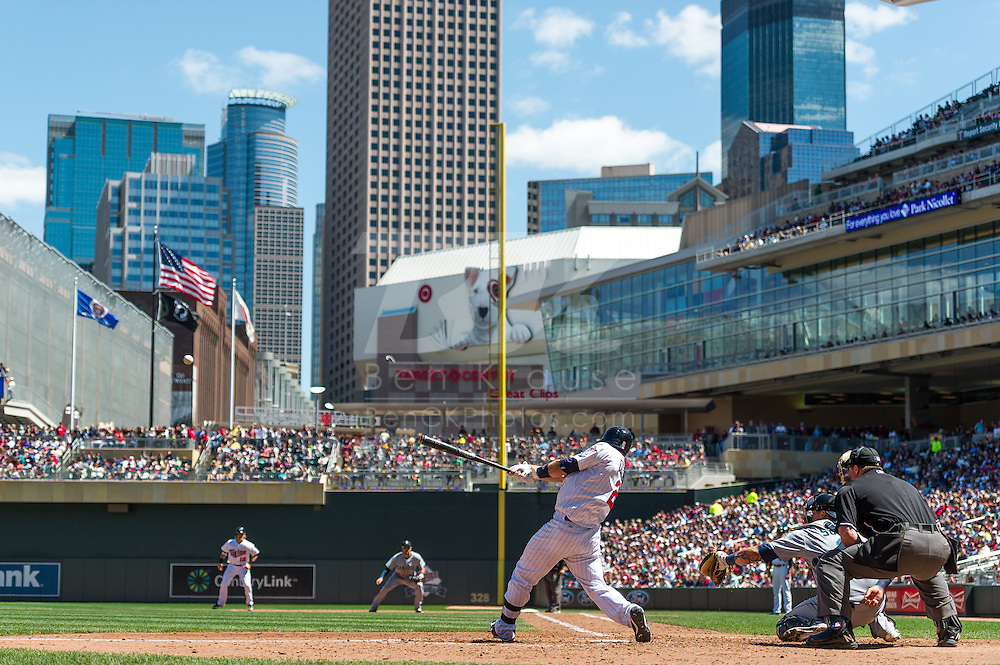 Brian Dozier #2 of the Minnesota Twins bats against the Seattle Mariners on June 2, 2013 at Target Field in Minneapolis, Minnesota.  The Twins defeated the Mariners 10 to 0.  Photo: Ben Krause