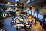 Nederland, St Anthonis, 10-2-2009In de recreatieruimte van een zorgcentrum zitten bewoners bij elkaar.Foto: Flip Franssen
