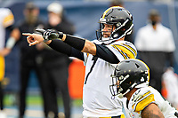 NASHVILLE, TN - OCTOBER 25:  Ben Roethlisberger #7 of the Pittsburgh Steelers points to the blocking assignments during a game against the Tennessee Titans at Nissan Stadium on October 25, 2020 in Nashville, Tennessee.  The Steelers defeated the Titans 27-24.  (Photo by Wesley Hitt/Getty Images) *** Local Caption *** Ben Roethlisberger