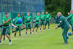 05.07.2011, An der Muehle, Norderney, GER, 1.FBL, Trainingslager Werder Bremen, im Bild Thomas Schaaf (Trainer Werder Bremen) trainiert mit der U23 u.a. mit dem Medezinball und zeigt es ihnen wie es geht - hier mit Leon-Aderemi Balogun (Bremen #37).  // during trainingsession from Werder Bremen 2011/07/03    EXPA Pictures © 2011, PhotoCredit: EXPA/ nph/  Kokenge       ****** out of GER / CRO  / BEL ******