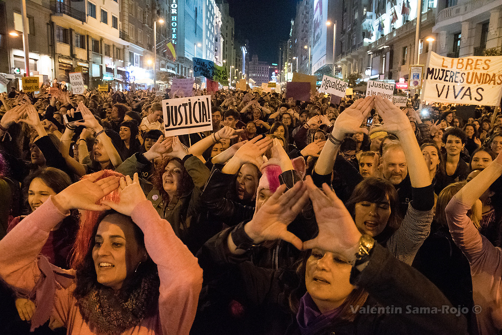 Madrid, Spain. 8th March, 2017. Women making feminist symbols with their hands during the demonstration of the International Women's Day in Madrid. © Valentin Sama-Rojo