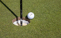 AMSTERDAM   - bal rand hole,   Golf, regels,    COPYRIGHT KOEN SUYK