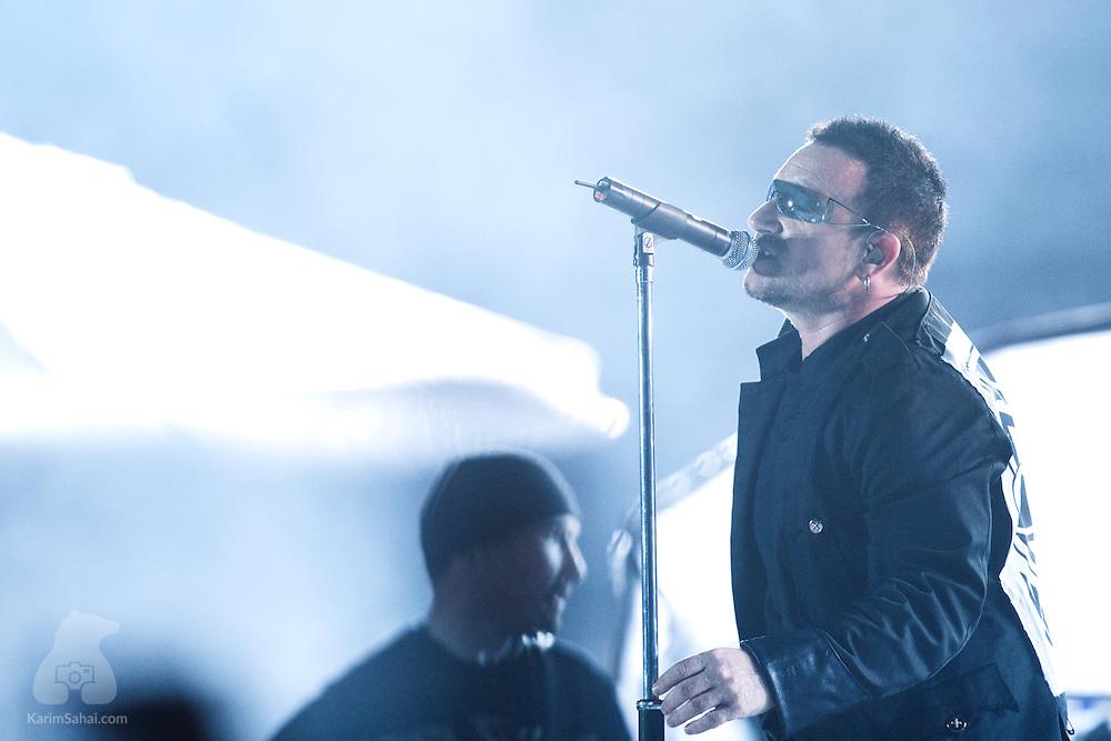 Irish rock band U2 performs at Ericsson Stadium during their Vertigo World Tour. Auckland, New Zealand, 24 November 2006.