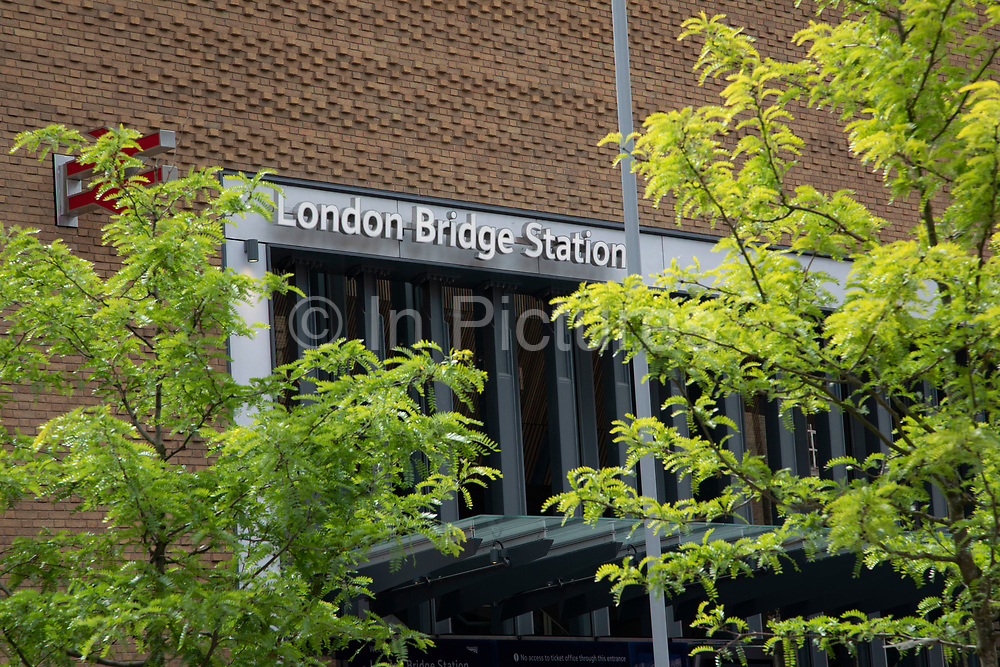 Refurbishment complete and London Bridge Station is fully open in London, England, United Kingdom. London Bridge Station is a central London railway terminus and connected London Underground station in Southwark, south-east London. It occupies a large area on three levels immediately south-east of London Bridge, from which it takes its name. The main line station is the oldest railway station in London fare zone 1 and one of the oldest in the world having opened in 1836. The station was comprehensively redeveloped between 2009 and 2017 with the rebuilding of all platforms, the addition of two major new street-level entrances, and changes to passenger concourses and retail facilities.