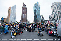 20 SEP 2019, BERLIN/GERMANY:<br /> Demonstranten blockieren waehrend einer Aktion von extinction rebellion die Kreuzung am Potsdamer Platz, nach der Fridays for Future Demonstration fuer Massnahmen zur  Begrenzung des Klimawandels<br /> IMAGE: 20190920-01-146<br /> KEYWORDS: Demo, Demonstrant, Protest, Protester, Demonstration, Klima, climate, change