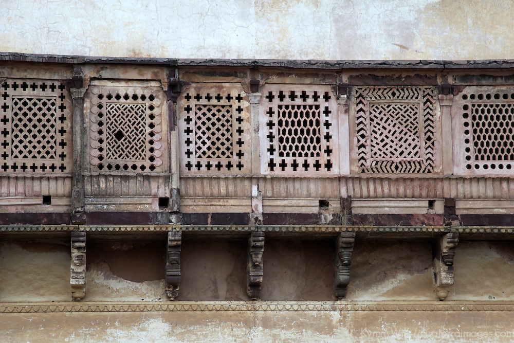 Asia, India, Orchha. wood lattice balcony of Orchha Palace.