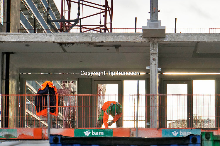 Nederland, Den Haag, scheveningen, 27-11-2019Vestia en BAM Wonen geven Hoog Lindoduin in Scheveningen een duurzaam tweede leven Een grote woonflat, gallerijflats, gebouw wordt gerenoveerd. De verbouwing wordt uitgevoerd door bouwbedrijf  BAM. Bij oplevering komen 143 woningen in de sociale verhuur en worden 39 appartementen op de bovenste drie lagen als vrije sectorwoningen verhuurd.Foto: Flip Franssen