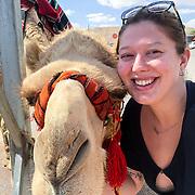 ISR/Tel Aviv/20180308 - Vakantie Israel, meisje met kameel