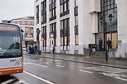 Brussel Belgie 13 Maart 2019 het voormalig politiegebouw Notelaarsstraat 211 werd vanochtend ontruimd, tot verassing van de circa r60 inwoners die daar voor een lage huur van 200 euro dachten te kunnen wonen tot 1 Mei. De politie lichtte de bewoners vroeg uit hun bed, en begon meteen het pand te ontruimen. Bewoners konden enkele waardevolle spullen mee pakken, en stapelden die in de bushalte. de andere huisraad wordt meteen vernietigd.