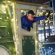 NLD/Amstelveen/20181222 - SBS Kerstparade 2018, verlichte locomotief met machinist
