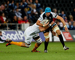 Justin Tipuric of Ospreys under pressure from JP du Preez of Cheetahs<br /> <br /> Photographer Simon King/Replay Images<br /> <br /> Guinness PRO14 Round 2 - Ospreys v Cheetahs - Saturday 8th September 2018 - Liberty Stadium - Swansea<br /> <br /> World Copyright © Replay Images . All rights reserved. info@replayimages.co.uk - http://replayimages.co.uk
