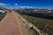 USA, Colorado, Rocky Mountain National Park, tourists at an overlook along Trail Ridge Road